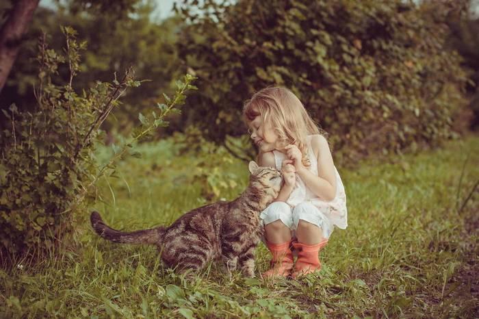 gyerekek-macskaikkal-002